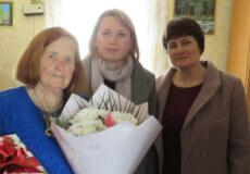 У Грицівській громаді довгожительку привітали короваєм та квітами