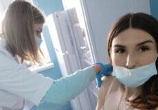 У Шепетівці працівники відділу лабораторних досліджень вакцинувалися від COVID-19