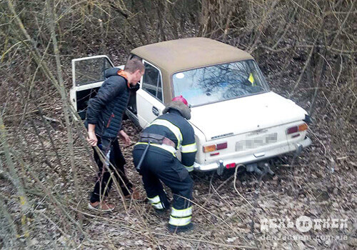 Неподалік Грицева перекинувся автомобіль