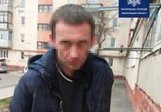 У Хмельницькому чоловік на вулиці напав із ножем на знайому