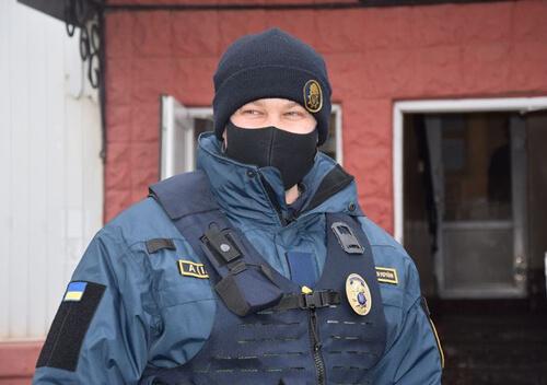 На Хмельнниччині у молодика вилучили пістолет з набоями та наркотики
