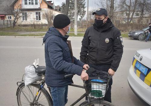 У Шепетівці полісмени взялися за велосипедистів та пішоходів