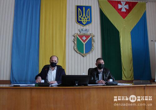 Міський голова Шепетівки запевнив депутатів: якщо нова клумба не сподобається, відновлять стару