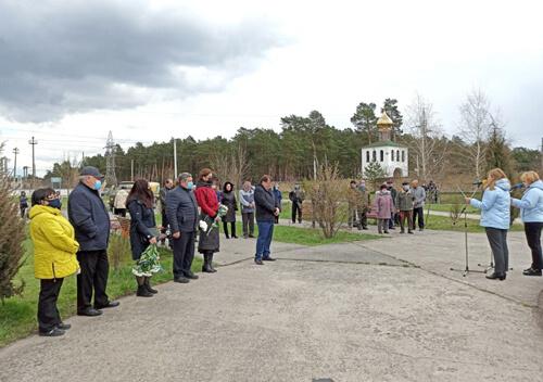 У Славуті висадили дерева на знак пам'яті героїв Чорнобиля