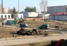 У Славуті готують територію для розміщення мобільного госпіталю: днями завезуть обладнання