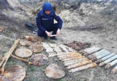 На Шепетівщині знайшли понад 100 одиниць боєприпасів часів війни
