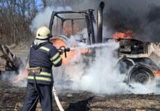 На Полонщині посеред поля згорів трактор