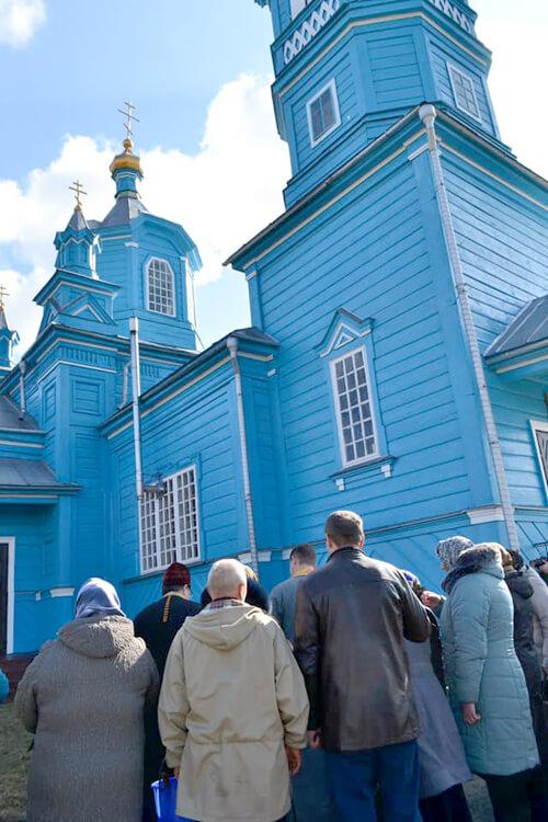Як на Шепетівщині віряни ПЦУ вперше за 1,5 року потрапили до храму