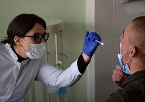 Хмельницьким гвардійцям проводять щеплення вакциною CoronaVac