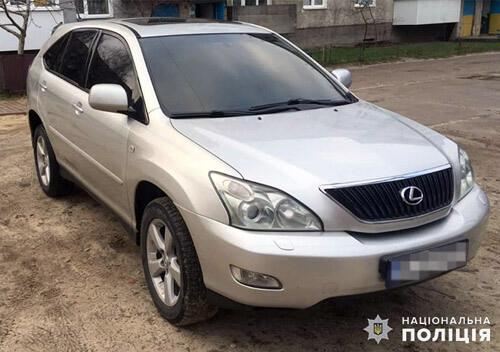 Викрадений у Славуті елітний автомобіль злодії продали в іншій області