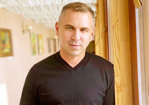 Автор підручника з української мови, в якому знайшли посилання на порносайт, звернувся до кіберполіції