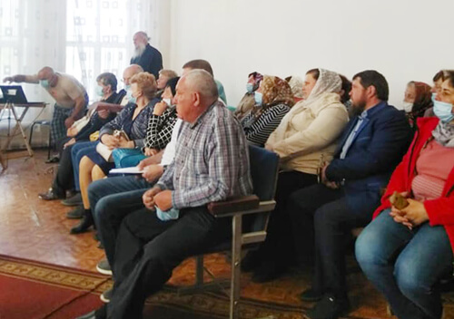 У Шепетівському районі зібралися селяни, бо священик хоче приватизувати недільну школу