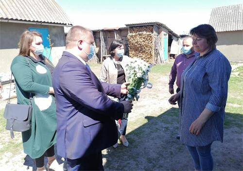 На Шепетівщині привітали прийомних матерів