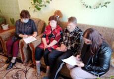 На Ізяславщині мати веде бродячий спосіб життя, а дітей виховують бабуся і дідусь