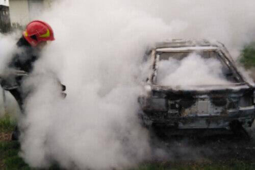У Шепетівському районі через несправність електрики згоріли дві автівки