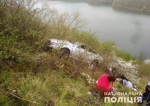 У Хмельницькій області «БМВ» злетіло в каньйон