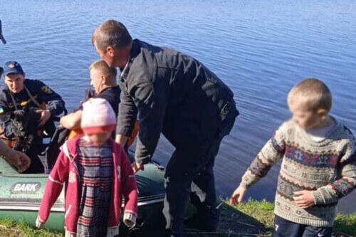 Надзвичайники Хмельниччини врятували 3-х дітей із річки