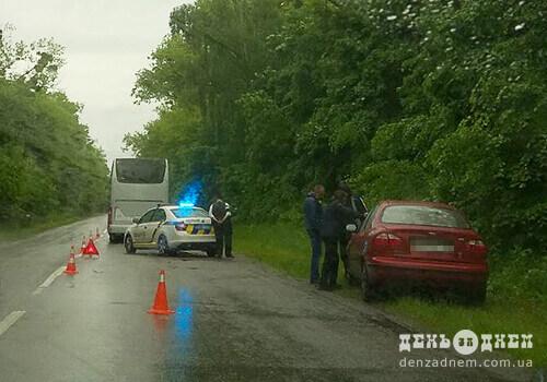 У Шепетівському районі легковик зіштовхнувся із автобусом паломників