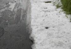 У неділю на Хмельниччині випав град