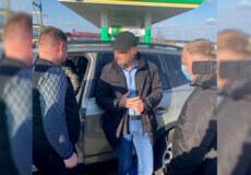 На Хмельниччині судитимуть голову ОТГ, який вимагав 2600 доларів за розміщення білбордів