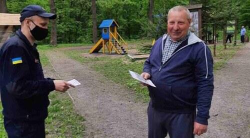 Ізяславські рятувальники закликали відпочивальників дотримуватися правил пожежної безпеки у лісі