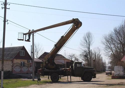 У селі Ізяславської громади на 4 вулицях відновили освітлення