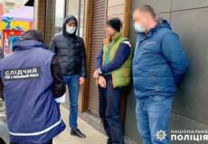 У Хмельницькому охоронець розважального закладу займався збутом наркотиків