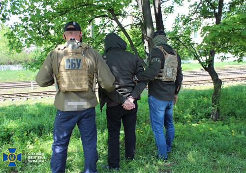 На Хмельниччині російський агент фотографував колону військової техніки ЗСУ