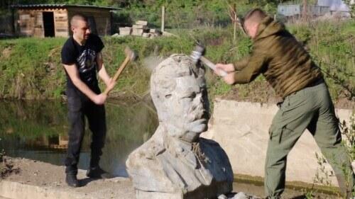 На Хмельниччині декомунізували ще один пам'ятник вождю