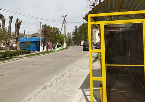 У Славуті вандали вкрали із зупинки світильник на сонячному живленні