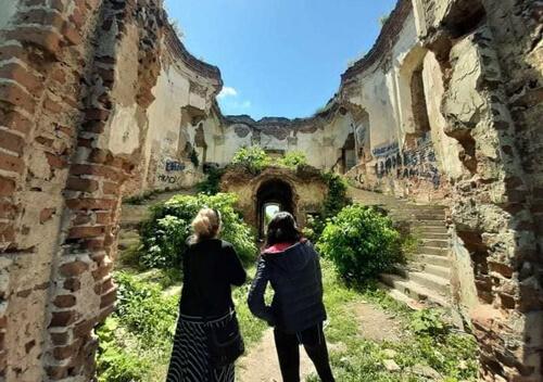 Дві учасниці проєкту «Україною пішки» відвідали Ізяслав
