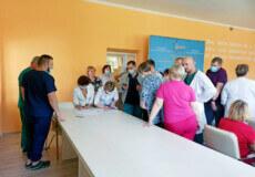 Щоб отримати зароблені гроші, медики Славути готові розпочати страйк