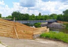 У Нетішині просіла несуча конструкція пішохідного мосту через Горинь