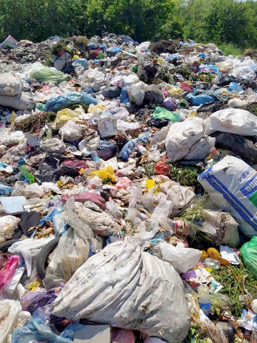 На Хмельниччині серед ночі вивантажили Львівське сміття