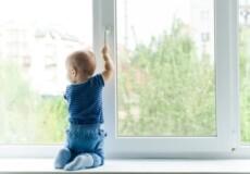 Полісмени нагадують: відчинене вікно – небезпека для дитини