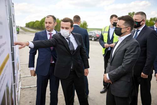 Президент Володимир Зеленський оглянув будівництво дороги від Старокостянтинова до Хмельницького