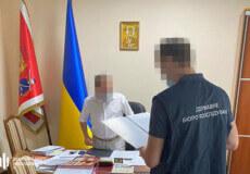 У Старокостянтинівській міськраді ДБР провело 5 обшуків та вилучило службову документацію