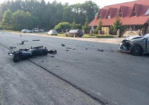 На Славутчині не розминулися легковик та мотоцикл: мотоцикліст потрапив до лікарні