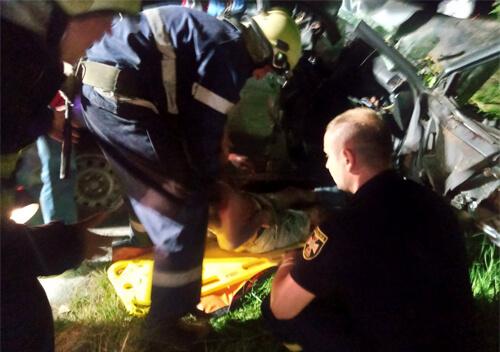 У Шепетівському районі сталася ДТП: водій загинув, а за життя пасажирів борються медики