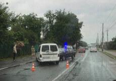 Лобове зіткнення: в центрі Судилкова дві автівки не поділили дорогу