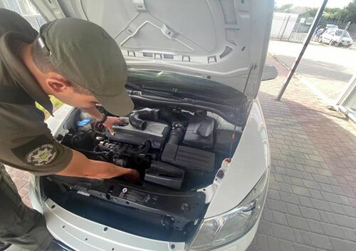 На Хмельниччині в Сервісному центрі під час реєстрації  виявили авто з ознаками підробки
