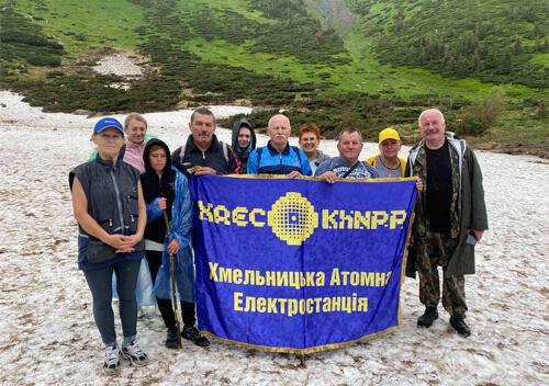 Атомники-пенсіонери Хмельницької АЕС піднялися на найвищу вершину України