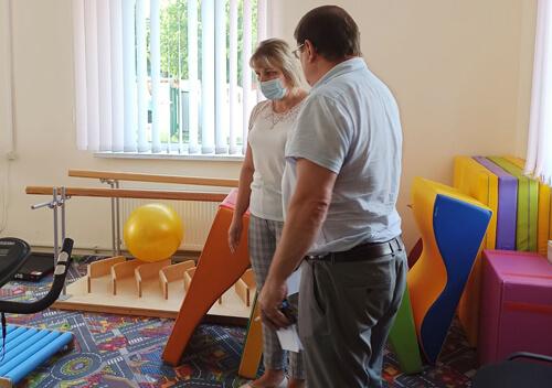 У Славуті благодійник допоміг улаштувати куточок за методикою Монтессорі