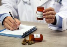 «За» і «проти» легалізації медичного канабісу