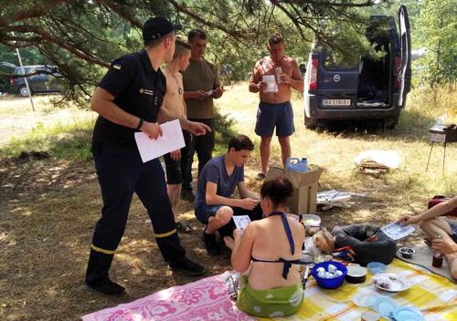 На Ізяславщині лісівники спільно з рятувальниками і полісменами провели перевірки