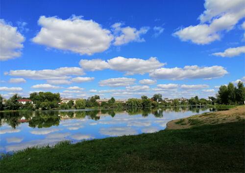 Славутчан закликають прибрати річку Утку