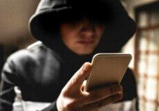 У Шепетівці чоловік попросив знайомого здати телефон у ломбард — справа дійшла до суду