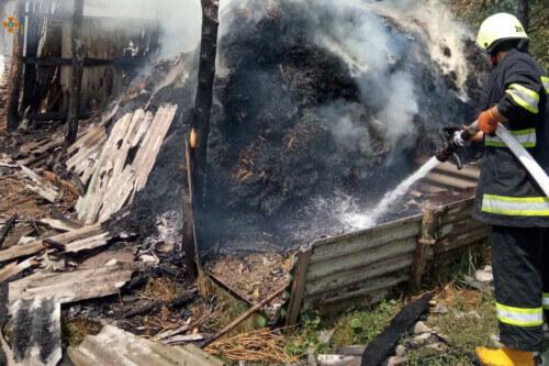 На Білогірщині через дитячі пустощі з вогнем згорів сінник