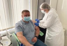 Посадовці Шепетівської РДА вакцинувалися від COVID-19 та закликають щепитися інших