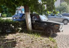 У Шепетівському районі п'яний підліток на вкраденому авто врізався у дерево